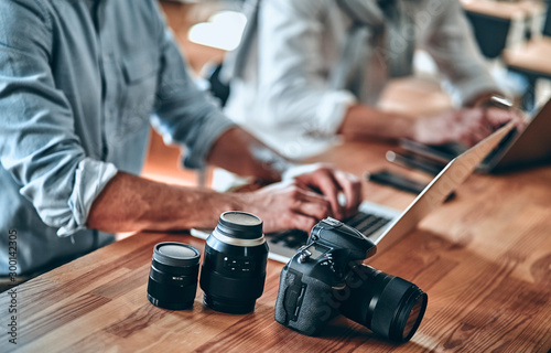 Obraz Photographers in office - fototapety do salonu
