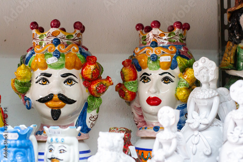 Fotografiet sicily art culture traditional ceramic decoration sicilian pottery moorish heads