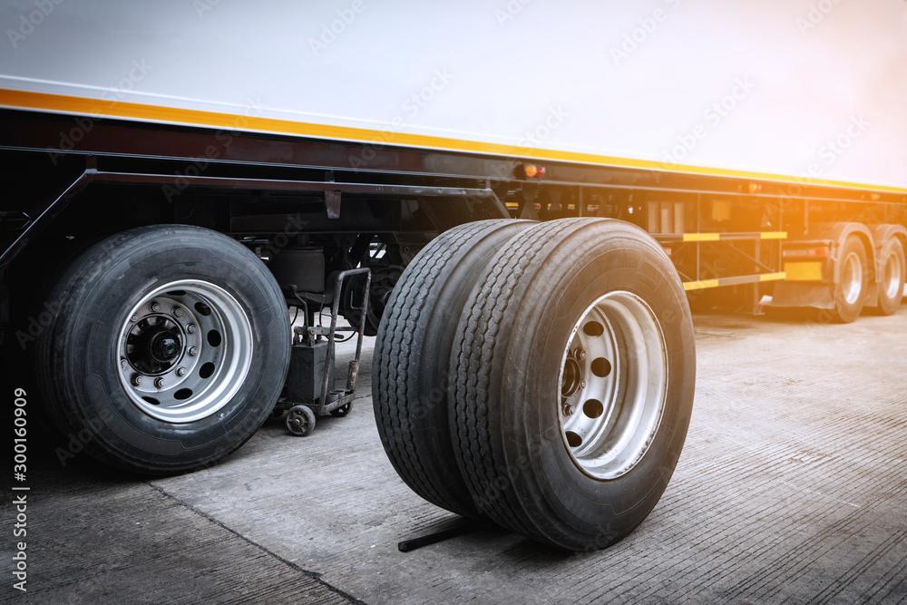 Fototapety, obrazy: Truck wheels waiting to change