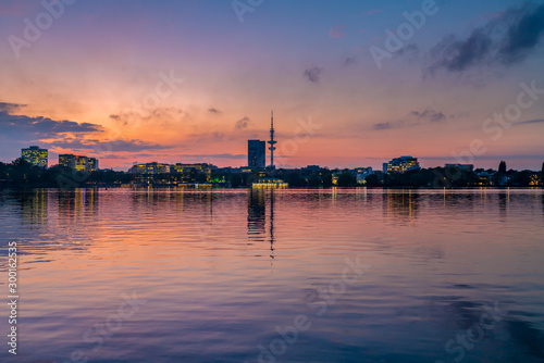 Pinturas sobre lienzo  Hamburg, Germany. The Alster Lake in the evening.