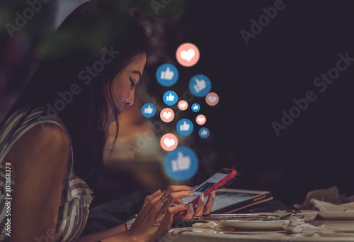 Fotografía  Young woman using smart phone,Social media concept.