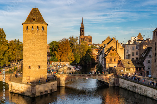 Photo  Strasbourg cityscape of the historic medieval district La Petite France with the cathedral in the background