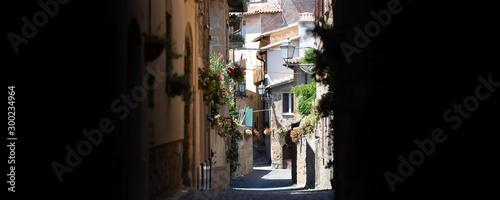 Fototapeten Schmale Gasse Typical Italian old medieval town