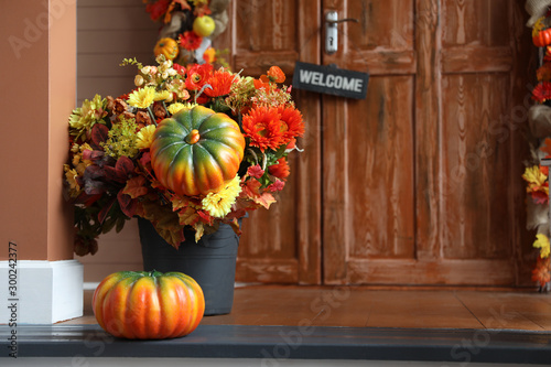 Pinturas sobre lienzo  Festive composition near house entrance decorated for traditional autumn holiday