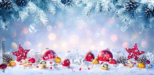 Poster Pierre, Sable Christmas - Red And Golden Baubles On Snow With Fir Branches