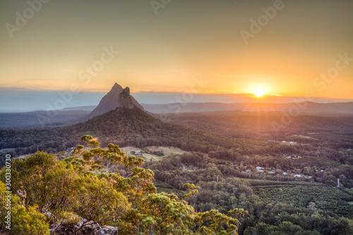 Valokuvatapetti Sunset on top of Mount Ngungun, Queensland