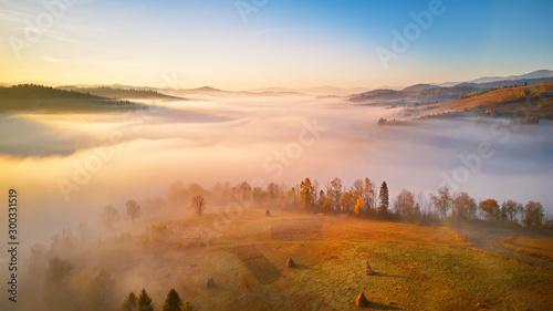 Photo  panorama of beautiful autumn mountains. alpine highlands.
