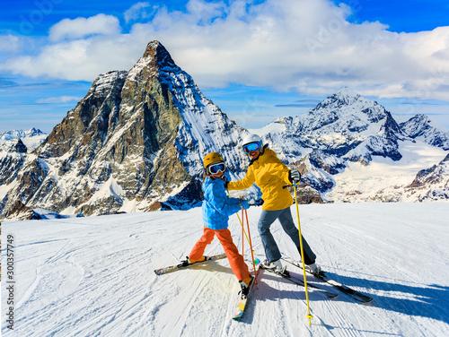 Cuadros en Lienzo Happy family enjoying winter vacations in mountains