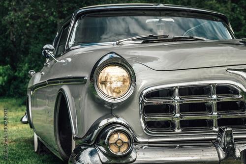 Classic car from the early fifties with large chromed grille Tapéta, Fotótapéta