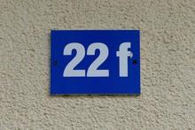 Schild Hausnummer Zahl 22 F, Abstrakt