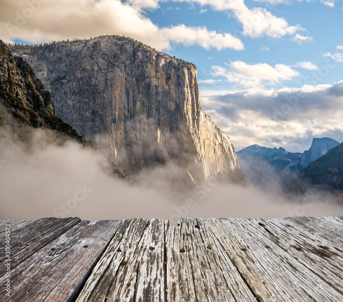 Photo Stands Pale violet El Capitan rock close-up in Yosemite National Park Valley at cloudy autumn morning from Tunnel View. Low clouds lay in the valley. California, USA.