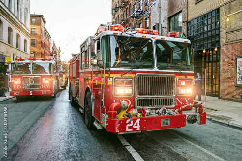 Tela New York fire trucks