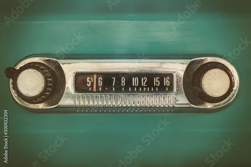 Fond de hotte en verre imprimé Vintage voitures Retro styled image of an old car radio