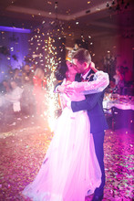 First Wedding Dance Of Newlywe...