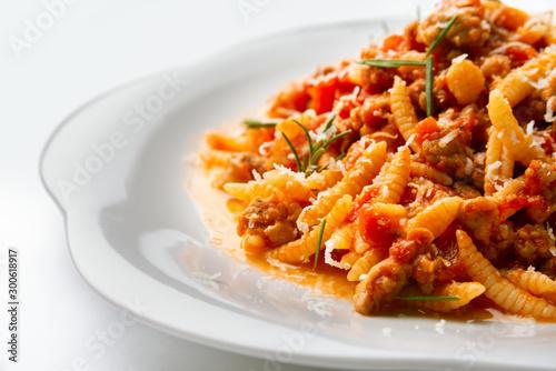 Fotomural Malloreddus alla Campidanese, tipico piatto sardo di pasta condita con sugo di s
