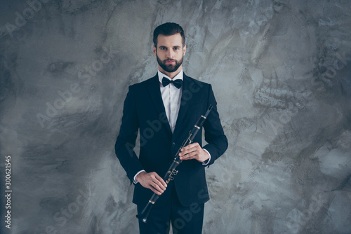 Carta da parati Photo of serious porfessional musician readying to play clarinet with beard on f