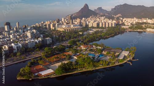Photo Aerial panorama of the city lake of Rio de Janeiro with exclusive club Caiçaras