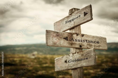 Fotografia Support, assistance and guidance signpost outdoors in nature