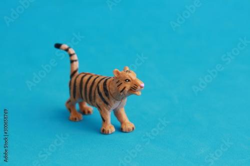 In de dag Tijger tiger toy in color background