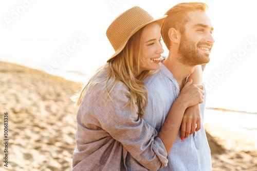 Fotografia Beautiful young couple hugging