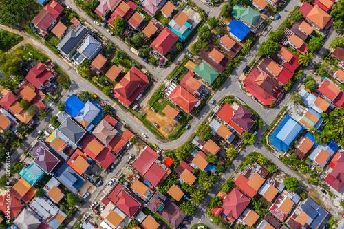 Bird eyes view of local housing houses in Kota Kinabalu, Sabah, Malaysia Fototapete