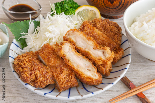 Fotografía チキンカツ定食