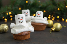 Christmas Chocolate Cupcakes W...