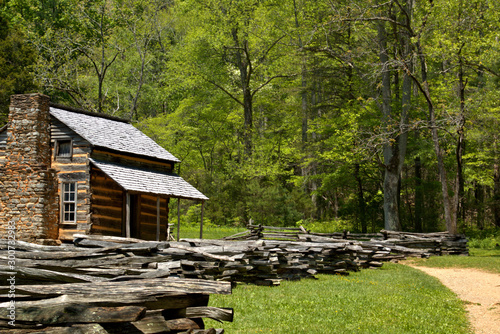 Fotografía  John Olivers cabin in Cades Cove loop road in Smokey Mountain National Park