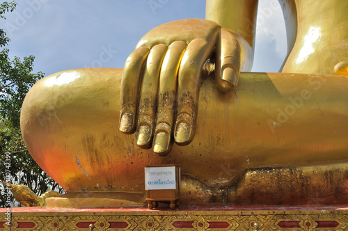 Fotobehang Boeddha Close up of a giant buddhas hand in the Wat Phra Yai Temple (Big Buddha Hill).
