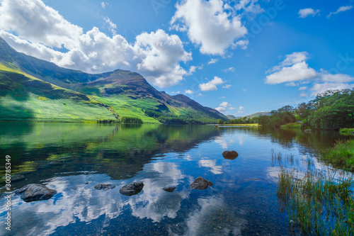 Foto auf Leinwand Landschaft Mountains reflected on a lake at the Lake District in England