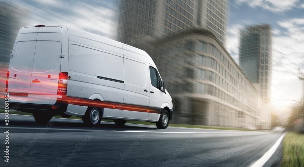 Fototapeta Lieferwagen liefert schnell in einer Stadt