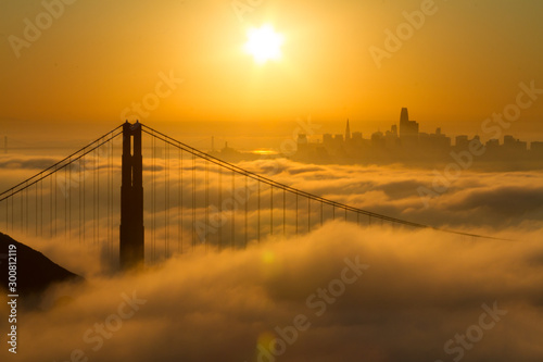 obraz PCV Spectacular Golden Gate Bridge sunrise with low fog and city view