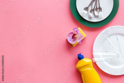 Washing dishes frame with plates, sponges, dishwashing liquid on pink background top view copy space - 300812154