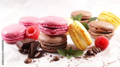 Fotografia assorted colorful macaroon, traditional french confectionery