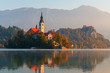 canvas print picture - Goldener Herbst am Lake Bled in Slowenien