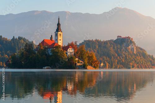 Goldener Herbst am Lake Bled in Slowenien Fototapet