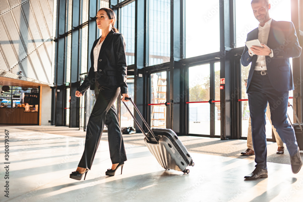 Fototapety, obrazy: Business people at airport hall