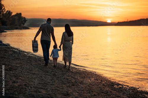 Obraz na plátně  Beach days are best spent with family