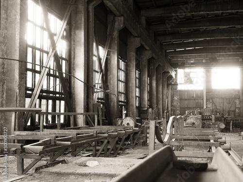 Foto op Plexiglas Oude verlaten gebouwen Production crisis,view of an abandoned factory shop.