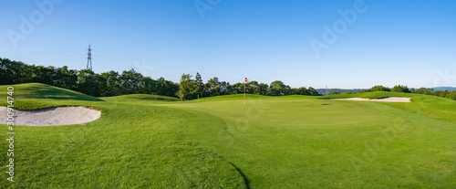 Fotografía  Panorama View of Golf Course with beautiful putting green