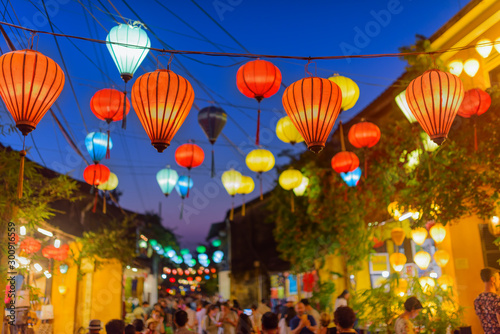 Photo  Awesome evening view of street decorated with lanterns, Hoi An