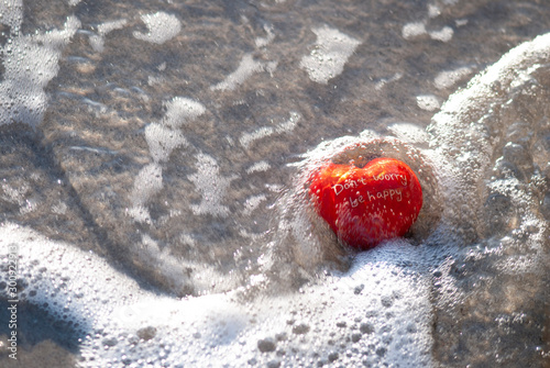 Fotografía  Red Heart With Text On Waters Edge