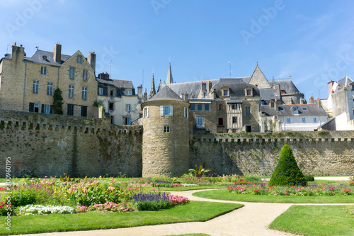 Slika na platnu view of the historic city walls and ramparts of Vannes in Brittany