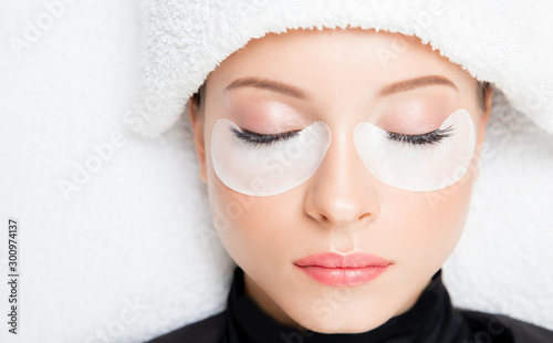 Fotomural  Macro photo woman with long lashes in beauty salon