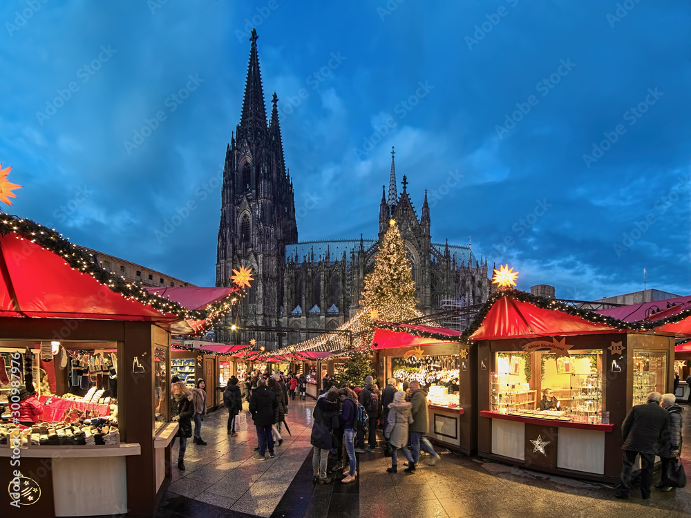 Fototapety, obrazy: Cologne Cathedral Christmas Market in twilight, Germany. This is the most popular and best-known of all the city markets in front of the famous Cologne Cathedral.