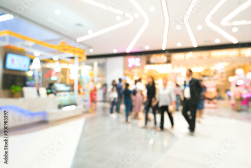 Fotografía  Blurred image of people shopping in department store