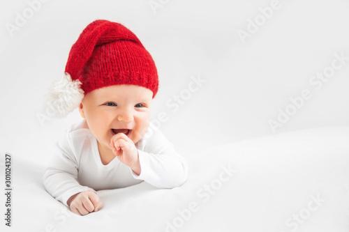 Fotomural  Christmas portrait of cute little newborn baby boy, wearing santa hat and little