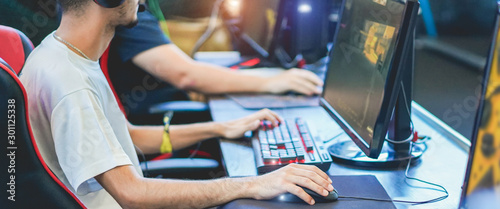 Obraz Young streamers gamers playing at e-sports competition - Male guys having fun gaming and streaming online - New technology game trends and entertainment concept - Focus on close-up hand - fototapety do salonu