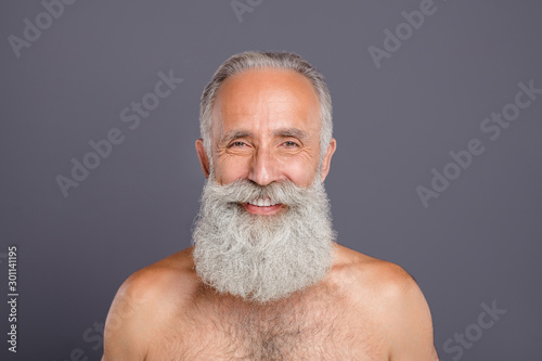 Obraz na plátne Closeup photo of aged handsome man amazing neat long beard after styling salon n