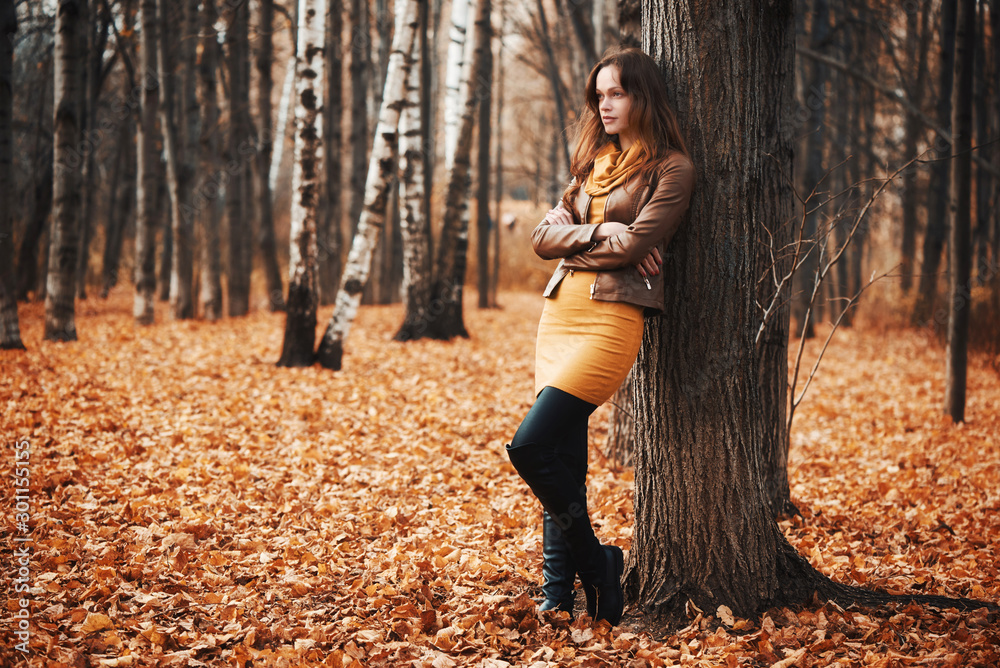 Fototapety, obrazy: Pretty woman in the autumn park